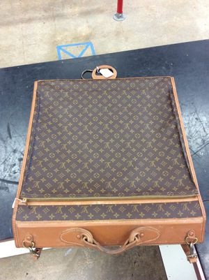 Louis Vuitton garment bag,10% Down layaway ($80) for Sale in Pearland, TX
