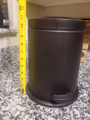 Trash Can Storage Container 11 inches for Sale in Mission Viejo, CA