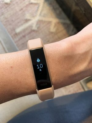 Fitbit Alta HR like new + 3 bands! for Sale in Los Angeles, CA