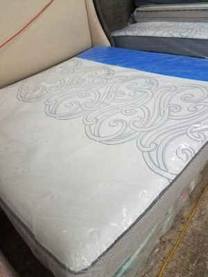 Brand new king size mattress and Box spring for Sale in Fort Washington, MD