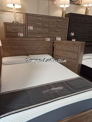 4 PC Bedroom Set (Queen Bed, Dresser Mirror and Nightstand), Gray, SKU# ASHB070-4TC for Sale in Santa Fe Springs, CA