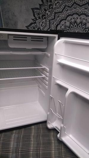 Mini fridge refrigerator for Sale in Phoenix, AZ