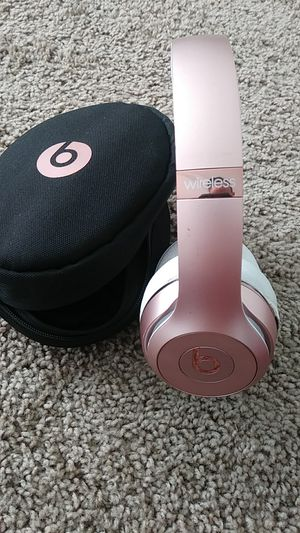 Beats Solo 3 wireless headphones only works on one side for Sale in Indianapolis, IN