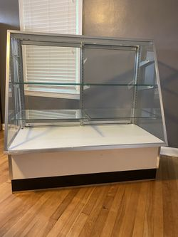 Glass Display Case for Sale in Bridgeport,  WV