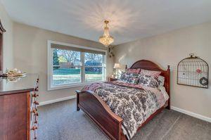 Vaughan Bassett Queen Bedroom Set for Sale in Itasca, IL