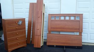 Ashley furniture queen bedroom set for Sale in Chicago, IL