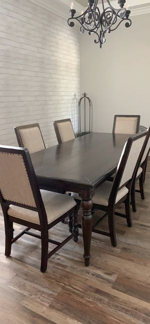 Dining Table & Chairs for Sale in Bakersfield, CA