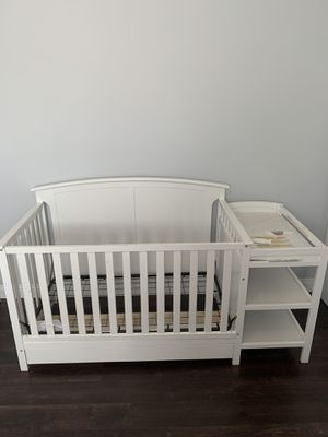 4-in-1 convertible crib and changer w/Drawer for Sale in Los Angeles, CA