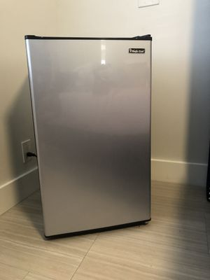 Mini fridge Magic chef for Sale in Pompano Beach, FL