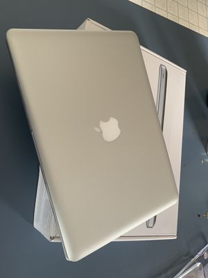 MacBook Pro core i5 8GB of ram box charger for Sale in Greenville, NC