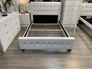 6pc queen / full bedroom set new for Sale in Coral Gables, FL