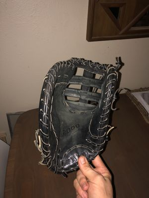 Perfect A2000 1st Base baseball Glove LH for Sale in Tyler, TX