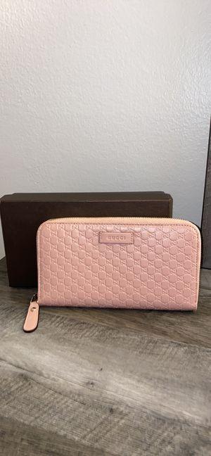 gucci wallet for Sale in Carpentersville, IL