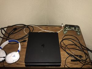PlayStation 4 1TB W/ Headset and mic for Sale in Barberton, OH