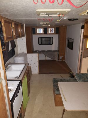 98 skyline 32ft bumper pull camper for Sale in Pflugerville, TX