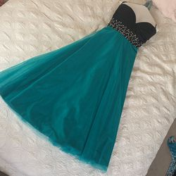 Gorgeous JJ House Sweetheart Cut, Strapless Prom Dress Originally $200. Adjustable Waist Straps, Size 2. Only Worn Once. for Sale in Aurora,  CO