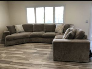 Couch w throw pillows/ 3 pieces for Sale in Calimesa, CA