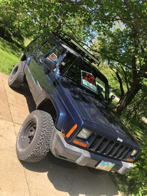2001 jeep Cherokee xj lifted for Sale in Hudson, OH