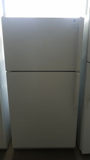 White Whirlpool in Fantastic condition, gentley used, very spacious sold white looks great next to any appliance. for Sale in Tampa, FL