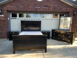 Black Queen size bed Room set with mattress set for Sale in Los Banos, CA