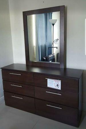 Comoda con espejo... Dresser with mirror for Sale in Hialeah, FL