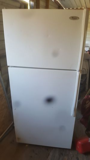 whirpool refregerator with ice maker for Sale in Austin, TX