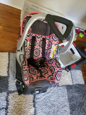 Baby car seat and base for Sale in Orange, TX