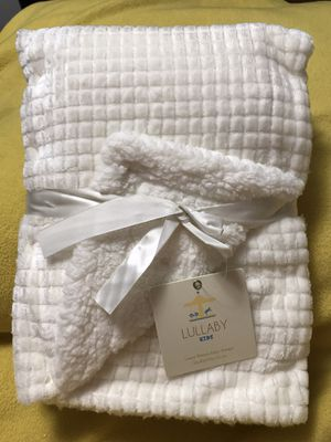 White Luxury Sherpa Baby Blanket for Sale in Sioux Falls, SD
