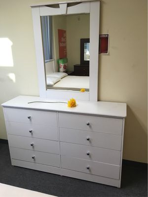 Compressed wood Dresser 8Drawer with mirror for Sale in Compton, CA