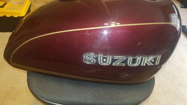 Suzuki Gs750L 1979 gas tank w/fuel sending unit