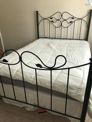 Iron queen sized bed frame for Sale in Windermere, FL