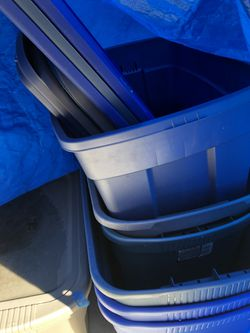 6 Sterlite Plastic Bins With Covers for Sale in Folsom,  CA
