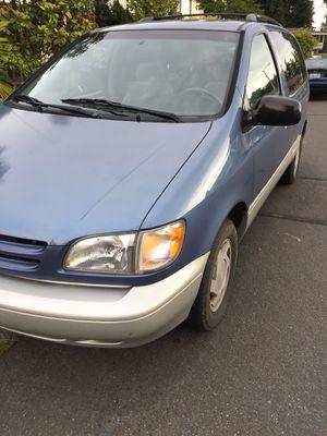 2000 Toyota Sienna XLE passenger mini van for Sale in Kirkland, WA
