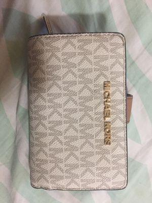 Michael Kors wallet for Sale in Los Angeles, CA