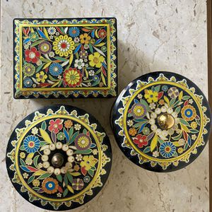 Vintage Colorful Mod Floral Storage tin for Sale in Ontario, CA