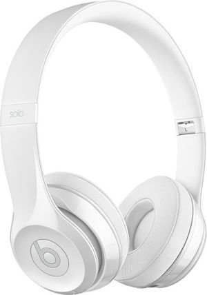 Beats solo 3 wired! Like new!! White with case and cable. for Sale in Glendale, CA