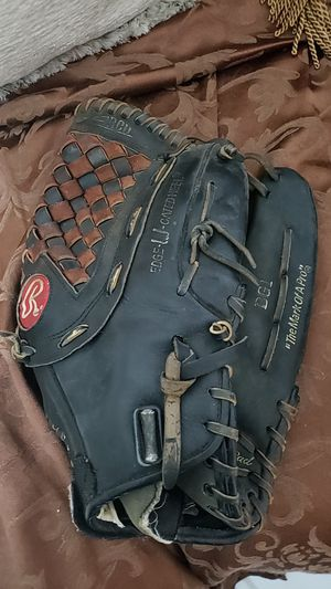 Rawlings Holdster black right handed mens softball glove - well broken in for Sale in Wellington, FL