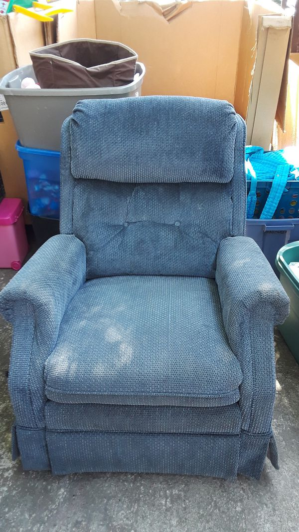Recliner Rocking Chair 30 Good Condition For Sale In