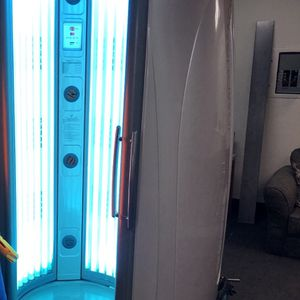 Standing Tanning Bed - Great Condition - Works Great for Sale in Las Vegas, NV