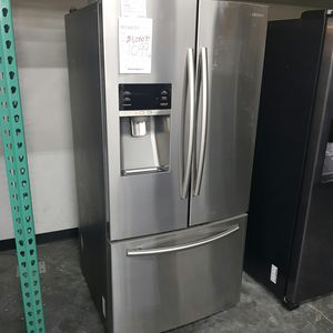SAMSUNG 33inch Wide Stainless Refrigerator for Sale in Chino Hills, CA