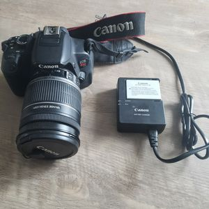 Canon EOS Rebel T4i with EFS 18-200mm Lens for Sale in Tempe, AZ