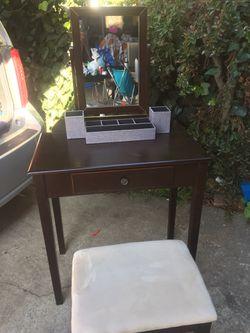 Vanity desk for Sale in Gardena,  CA