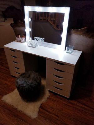 Vanity Desk With Mirror & Lights for Sale in Rialto, CA