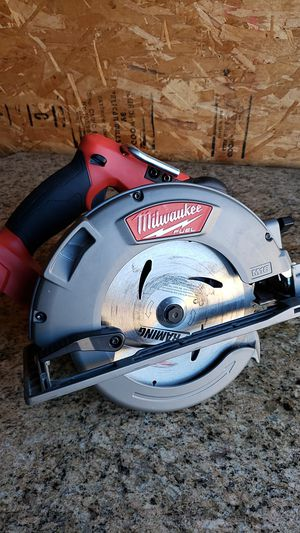 "Milwaukee m18 fuel brushless 7-1/4"" circular saw lightly used in good condition $80 FIRM NO OFFERS for Sale in Fresno, CA"