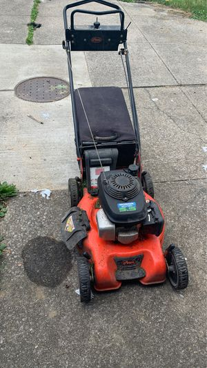 Heavy duty Lawnmower (Honda) This A Good One for Sale in Maple Heights, OH