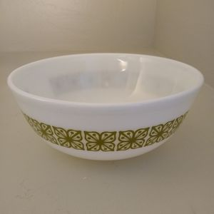 Vintage Pyrex 404 15 4QT Verde Mixing Bowl for Sale in Missoula, MT