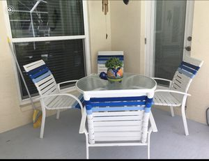 Very nice patio table and chairs for Sale in New Port Richey, FL