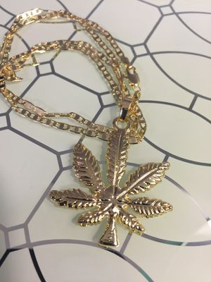 "14k Gold Plated Leave Pendant With Chain Necklace 22"" 3mm for Sale in Nashville, TN"