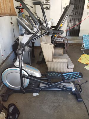 Nordictrack Front Drive Elliptical Gym Grade Quality E9.0 Z Treadmill for Sale in West Carson, CA