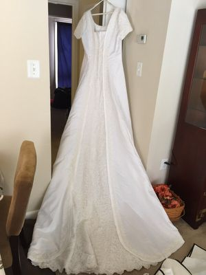 Wedding dress - beaded in excellent condition for Sale in Fort Washington, MD